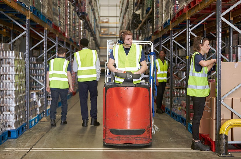 Trabalhar rapidamente e eficientemente na indústria do e-commerce com roll containers