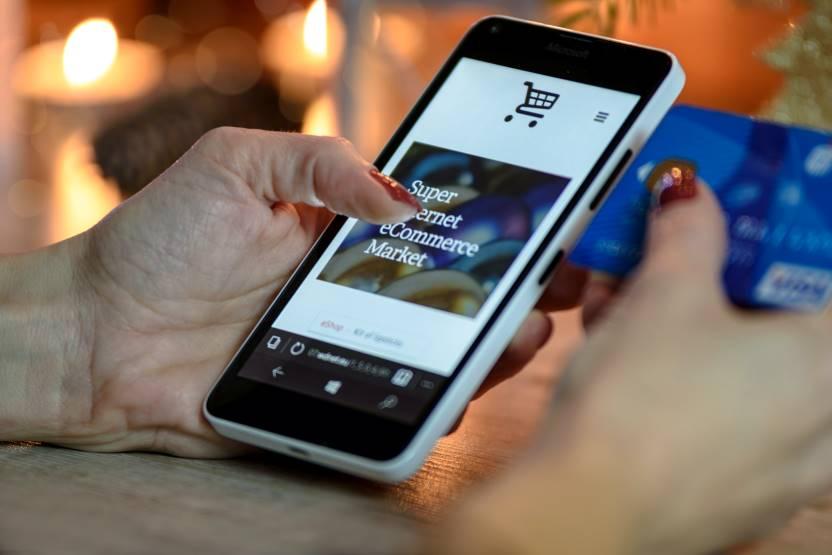 Paletes, Contentores e Rolls em metal - Produtos logísticos imprescindíveis na indústria do e-commerce
